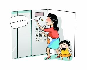 南京:母女被困电梯一小时 按对讲系统求援无回应